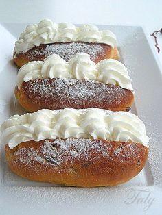 .#MARITOZZI ROMANI DI Nazzareno Lavini- Un omaggio alla mia regione. I #maritozzi , una delle colazioni preferite dai romani. Soffici #panini dolci di pasta #lievitata farciti con #panna montata.