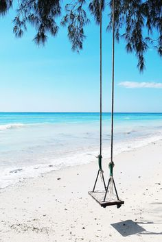 Looks like the swing is waiting for you. So put on your swim suit and grab that island cocktail and swing away into Paradise. Vacation Places, Vacation Spots, Holidays Around The World, Around The Worlds, Ocean Wallpaper, Summer Wallpaper, Santorini House, Gili Air, Gili Island