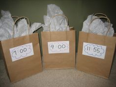 New Year's Countdown Bags! Whether you let your kids stay up until midnight or you celebrate the New Year's of a different time zone, help your kids get excited for the drop of the ball with these fun countdown bags!