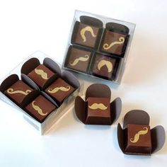 Chocolate ao leite com recheio trufado. 80 gramas Seus padrinhos vão adorar receber esse mimo de presente! #mustache #bigode #chocolate #bombons #trufados #padrinhos #casamento #mimo #presente #lembrancinha #noivinhasdeluxo