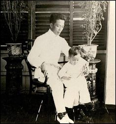 Emilio Aguinaldo with his Son. Philippines Culture, Manila Philippines, Emilio Aguinaldo, Philippine Army, President Of The Philippines, Filipino Fashion, Filipino Culture, Mindanao, Cool Photos