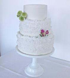Simple. Elegant. Congratulations Miss S and Mr D xox #weddingcakebrisbane #organic #gillianbell