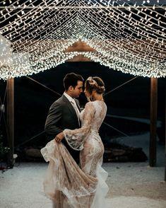 Descubre (¡y guarda!) tus propias imágenes y videos en We Heart It Great Love, First Dance, Bridal Collection, Find Image, We Heart It, Romance, Wedding Dresses, Lace, Inspiration