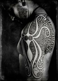 Peter Madsen creates an abstract octopus tattoo with sacred geometry designs « « Ratta Tattoo