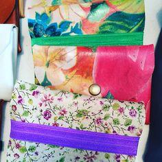 Monederos estampados de flores