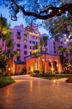 Royal Hawaiian Hotel - Waikiki Beach