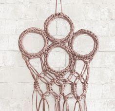 Der erste Gastbeitrag dieses Blogs ist online! Die liebe Anastasia zeigt euch, wie man einen Schalhalter selber machen kann. Ein Upcycling-Projekt zum Nachmachen!