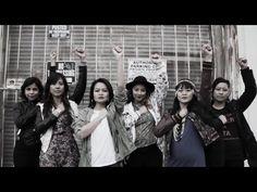 Feminismo, anti-patriarca. Buena cancion para espanol de high school o universidad.  Good feminist, anti-patriarchal song, good for high school Spanish or university.