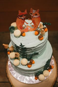 Foxy wedding cake toppers! | Roland Hale Photography