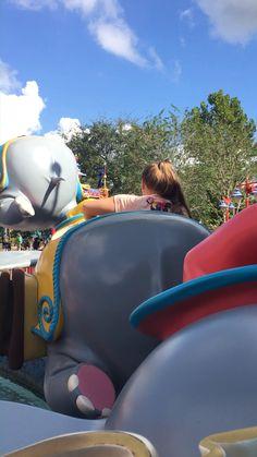 31 Amazing Hidden Magic Kingdom Secrets - Disney World Tips and Tricks - Schöne Hobby-Typen Disney World Rides, Disney World Parks, Walt Disney World Vacations, Magic Kingdom Secrets, Disney Magic Kingdom, Magic Secrets, Parc Disneyland Paris, Orlando Theme Parks, Orlando Florida
