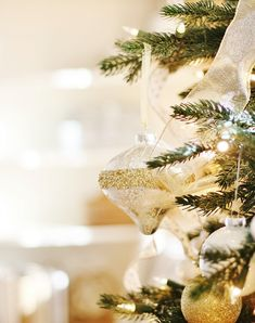 With elegant tones of gold, silver, and platinum, Balsam Hill's Silver and Gold Glass Ornament Set will let your tree shine throughout the holiday season. Gold Christmas, All Things Christmas, Handmade Christmas, Xmas, Merry Christmas, Christmas Ornament Sets, Christmas Tree Decorations, Table Decorations, Thistlewood Farms
