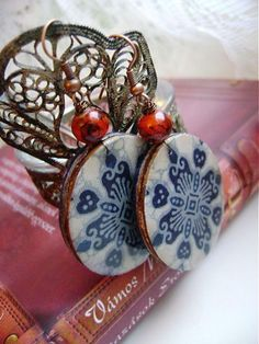 Folk Christmas Bulbs, Resin, Holiday Decor, Earrings, Ear Rings, Stud Earrings, Christmas Light Bulbs, Ear Piercings, Ear Jewelry