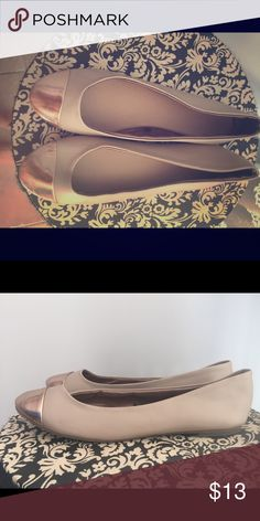 Size 7 tan and metallic flats Worn a few times to work! Comfy and cute! Shoes Flats & Loafers
