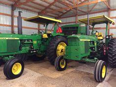 JOHN DEERE 4320 & 4000 Old John Deere Tractors, Jd Tractors, John Deere 6030, Venison Jerky, Tractor Implements, John Deere Equipment, Vintage Farm, Hobby Farms, Country Living