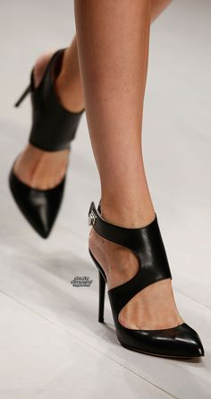 Daks spring 2013 rtw shoes 2013 fashion high heels bombas pretas, sapatos d Pretty Shoes, Beautiful Shoes, Cute Shoes, Me Too Shoes, Gorgeous Heels, Awesome Shoes, Beautiful Body, Beautiful Pictures, Ankle Strap High Heels