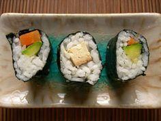 Sushi for dummies - vegan riot Vegan Food List, Vegan Recipes, Food Lists, Tuna, Sushi, Ethnic Recipes, Vegane Rezepte, Sushi Rolls, Atlantic Bluefin Tuna