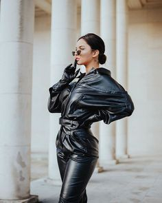 Jumpsuit Outfits To Inspire! Leather Pants Outfit, Leather Jumpsuit, Black Leather Gloves, Leather Catsuit, Glamorous Outfits, Gloves Fashion, Leather Fashion, Lady, Instagram