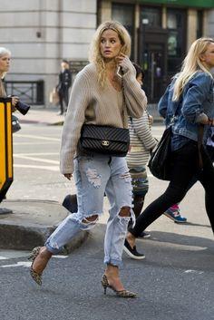 Anouk Yve rocking boyfriend jeans look