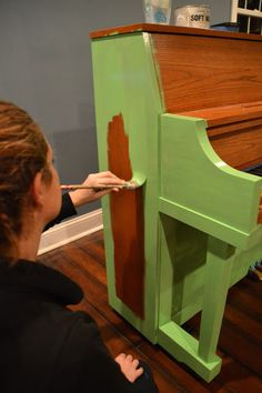 easier way to paint a piano using Annie Sloan Chalk Paint