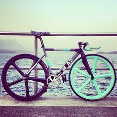 Bike with Aerospoke wheels Velo Design, Bicycle Design, Road Bikes, Cycling Bikes, Peugeot, Vintage Bmx Bikes, Fixed Gear Bicycle, Urban Bike, Speed Bike