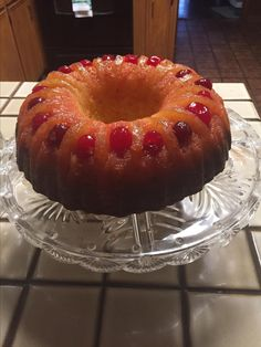 A moist twist on the original pineapple upside-down cake.Preheat the oven to 350 degrees F degrees C). Grease fluted tube pan (such as Bundt®) with cooking spray with flour. Cake Mix Recipes, Dessert Recipes, Dessert Sauces, Top Recipes, Recipies, Bunt Cakes, Cupcake Cakes, Cupcakes, Pineapple Upside Down Cake