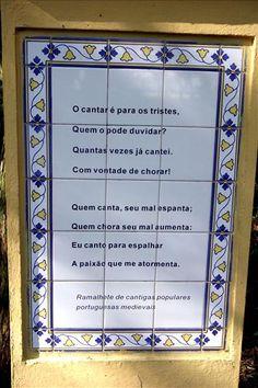 Bosque de Portugal, Pilar com trecho de poesia de autor luso-brasileiro. Curitiba, 05/09/2005 Foto: Cesar Brustolin/SMCS Album, Portugal, Love, Frame, Portuguese Tiles, Holiday, Pickup Lines, Parks, Poems