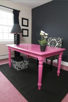 pink and black--- might paint my desk! Im in <3!!!!!!!!!!!!!!!!!!!!!!!!!