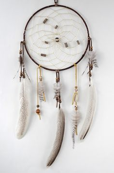 The dreamcatcher is a handmade object of Native American inspiration. Traditionally, it is used to filter the good from the bad dreams. The good