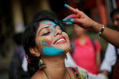 Happy Holi 2018 Photo for Wallpaper Holi Festival India, Festival 2017, Hindu Festivals, Indian Festivals, Indian Color Festival, Holi Girls, Holi 2018, Holi Photo, Holi Celebration
