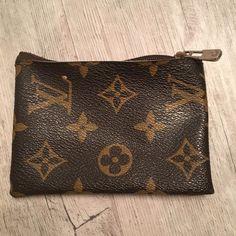 Louis Vuitton Card Case Louis Vuitton Credit card case / Canvas interior with classic monogram exterior / Great condition Louis Vuitton Bags Mini Bags