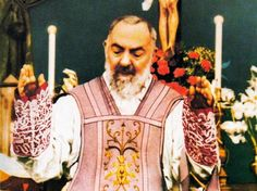 Padre Pio com as Chagas