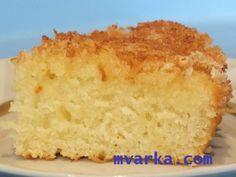 Сочный, нежный и очень вкусный немецкий пирог -  КОКОСОВЫЙ КУХЕН В МУЛЬТИВАРКЕ!  В мультиварке готовится идеально! Так как в духовке верх пригорает - приходится прятать под фольгу. А тут включил и забыл;-)  ИНГРЕДИЕНТЫ:  для теста: мука - 1,5 стакана (или 195 г) сахар - 1 стакан кефир (можно йогурт) - 1 стакан яйцо - 1 шт разрыхлитель - 1 ст. ложка ванилин  для посыпки: кокосовая стружка - 100 г сахар - 1/2 стакана  для заливки: сливки жирные - 200 мл  ПРИГОТОВЛЕНИЕ:  Стакан используется на…