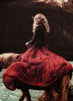 Tartan Outfits for women. Tartan dresses are a classical favourite for all women and their fabrics, colours and patterns are absolutely beautiful. So we have collected the 18 best ways of wearing tartan outfits. Plaid Fashion, Look Fashion, Autumn Fashion, Womens Fashion, Fashion Outfits, Gucci Fashion, Latex Fashion, Fashion Images, Milan Fashion