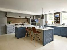 What Kitchen Suits Your Style? Modern, Classic Or Shaker? images ideas from Kitchen Decoration Ideas Modern Shaker Kitchen, Shaker Style Kitchens, New Kitchen, Country Kitchen, Kitchen Cabinet Design, Kitchen Cupboards, Kitchen Interior, Kitchen Designs, Kitchen Island