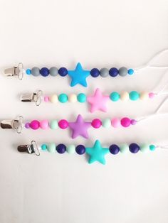 Star Silicone Pacifier Clip Silicone Teether by TheTeethingFairy Star Silikon Schnuller Clip Silikon Beißring von TheTeethingFairy Teething Beads, Teething Necklace, Pacifier Holder, Pacifier Clips, Baby Dolls For Sale, Baby Doll Toys, Handmade Baby Gifts, Dummy Clips, Baby Teethers