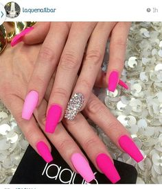 I'm not a huge fan of pink but I would totally rock these nails