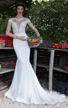 Floor-length Sleeveless Appliques Wedding Dress