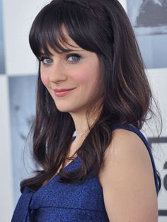 Zoey Deschanel looks nice in clear winter colours and in cool shades too, maybe she is Cool Winter? My Hairstyle, Hairstyles With Bangs, Cool Hairstyles, Zooey Deschanel, Cool Winter, Clear Winter, Female Singers, Celebs, Celebrities