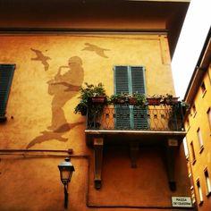 Casa di Lucio Dalla..particolare facciata dedicata al grande artista #bologna