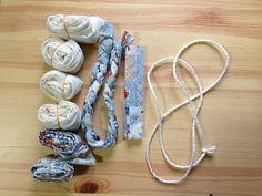 材料はこれだけ。 ・布 15cm × 170cm 12本 ・布 15cm × 150cm 3本 ・布 15cm ×   20cm 2本 ・荷造り用の、ナイロン製のロープを、180cm×2本