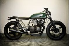 CB750 frame, space under the seat is interesting, I like the big chunky front wheel & boots on the forks
