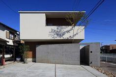 Minimal Architecture, Japanese Architecture, House Wall, My House, House Elevation, Garage House, House Entrance, Japanese House, Exterior Design