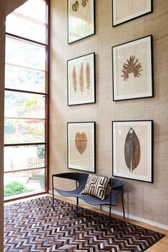 Welcoming entryways. Grasscloth wall, herringbone rug and contemporary settee.