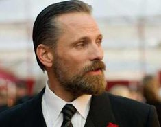 Before growing a beard you need to know how to maintain a beard. Beard care is not difficult but is important. Read more here for tips on beard grooming. Viggo Mortensen, Best Beard Styles, Hair And Beard Styles, Hair Styles, Guys Grooming, Beard Grooming, Rugged Style, Beard Growth, Beard Care