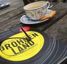 …+eine+Teestube+auf+Baltrum+und+Drohnenland+von+Tom+Hillenbrand