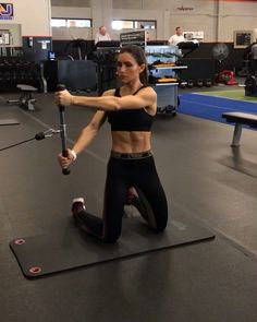 Cables on Monday 1. 12 Reps each 2. 15 each side 3. 12 Reps each 4. 12 Reps each side 3-5 rounds #alexiaclark #queenofworkouts…