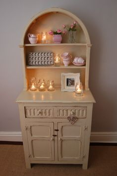Cute Vintage... hand painted and distressed in F, Old White...
