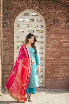 Beautiful Indian outfits for the day of the Republic – LookVine Source by Salwar Designs, Kurti Designs Party Wear, Blouse Designs, Pakistani Dresses, Indian Dresses, Indian Outfits, Western Outfits, Patiala, Salwar Kameez