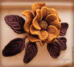 Brazilian Embroidery Stitches, Embroidery 3d, Flower Embroidery Designs, Machine Embroidery, Beaded Brooch, Embroidered Flowers, Seed Beads, Needlework, Diy And Crafts