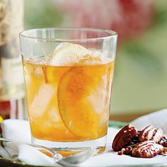 What a Kentucky Bourbon Aficionado Drinks on Race Day - Toast to the Derby - Southernliving. Recipe: Julian's Old Fashioned Julian Van Winkle, president of the legendary Old Rip Van Winkle Distillery in Frankfort, shares his go-to cocktail. Bourbon Cocktails, Cocktail Recipes, Drink Recipes, Bourbon Recipes, Punch Recipes, Bar Recipes, Recipies, Run For The Roses, Derby Party